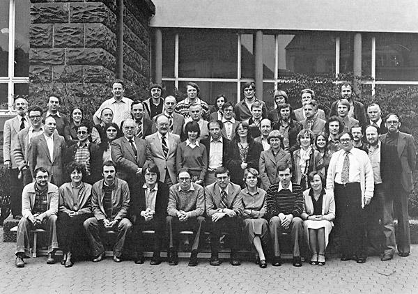 http://www.ohg82er.de/bilder/JoergWagner/oberstufe/Kollegium_1980-81.jpg