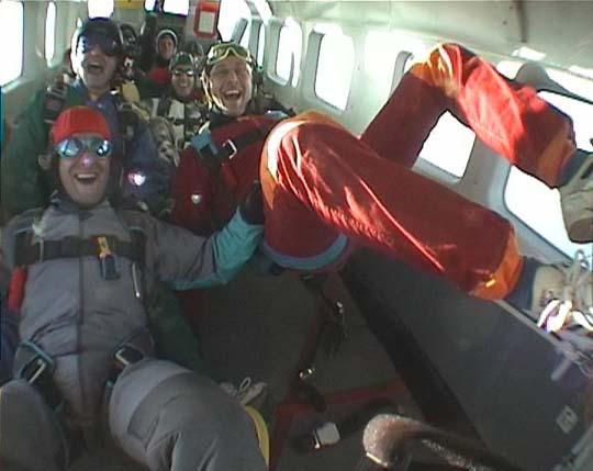 http://www.ohg82er.de/bilder/JoergWagner/skydive/Korsika2002Clip18.jpg