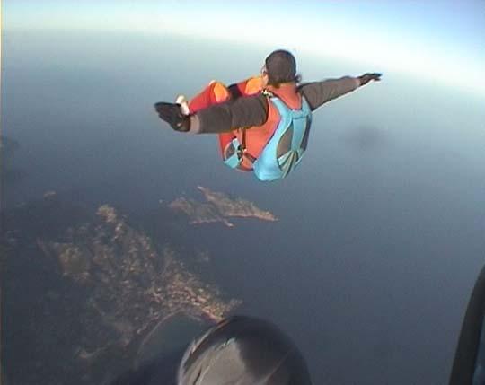 http://www.ohg82er.de/bilder/JoergWagner/skydive/Korsika2002Clip24.jpg