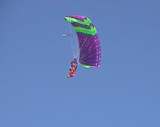 http://www.ohg82er.de/bilder/JoergWagner/skydive/Korsika2002Clip30.jpg